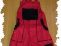 červenočierne nohavice montérky